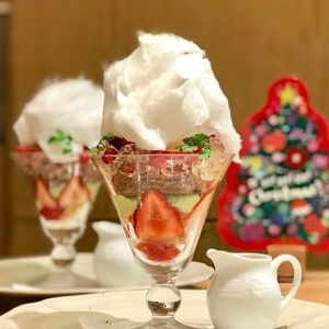 苺のクリスマスケーキパフェ