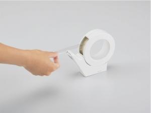 片手で軽く切りやすいテープカッター