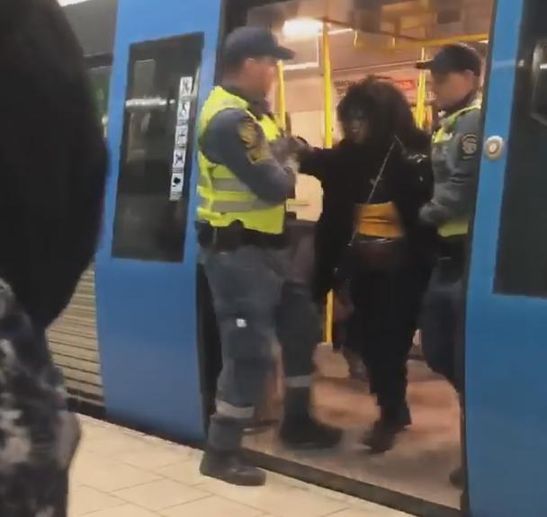 妊婦 黒人 すり替え 地下鉄