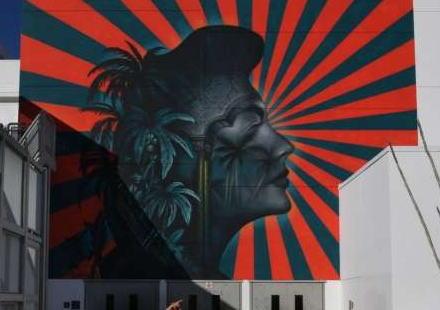 米ロス・コリアンタウンの学校にあった壁画、旭日旗に似ていると抗議を受け撤去→ 表現の自由を訴える団体やケネディ家からの反発が広がり、撤去の一時中止へ