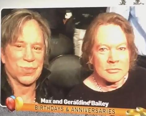 ボクシングを観戦中のミッキーロークとアクセルローズ、ニュース番組に「結婚50周年を迎えた夫婦」と紹介される(画像)