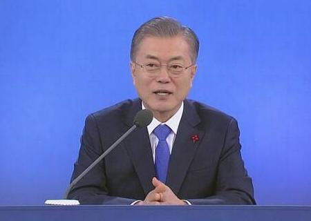 韓国・文在寅 「日本側が政治問題化している。日韓関係の未来志向に水を差すことをしてはならない。日本政府は韓国側の対応を非難せず謙虚な姿勢を見せるべきだ」