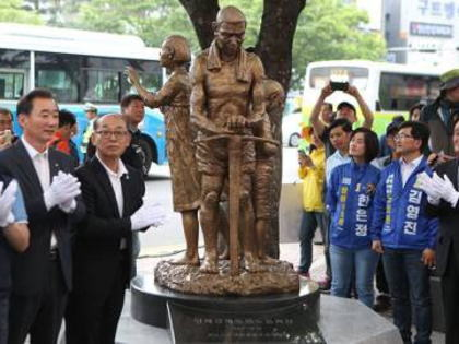 韓国中央日報「徴用工賠償問題で日本が『日韓請求権協定に基づく協議』を要求するなら、韓国は『慰安婦被害者協議』を逆提案できる」