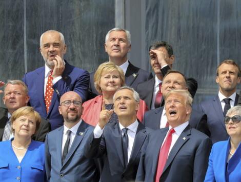 トランプ大統領、複数回にわたって北大西洋条約機構(NATO)から離脱したいとの意向を周囲に漏らす … NATO加盟国による負担不足をかねてから批判し軍事同盟の必要性に疑問を呈す