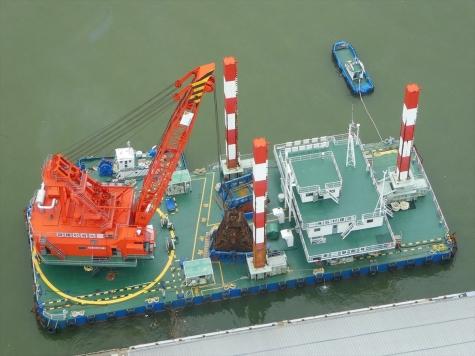 グラブ式浚渫船兼起重機船 第二翠龍号