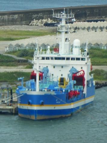 国土交通省 大型浚渫兼油回収船「白山」