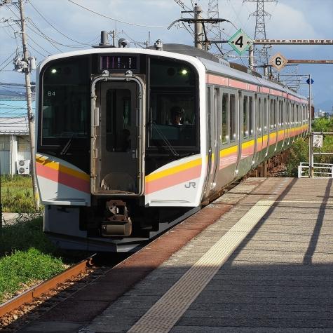 JR 弥彦線 E129系 電車【燕三条駅】