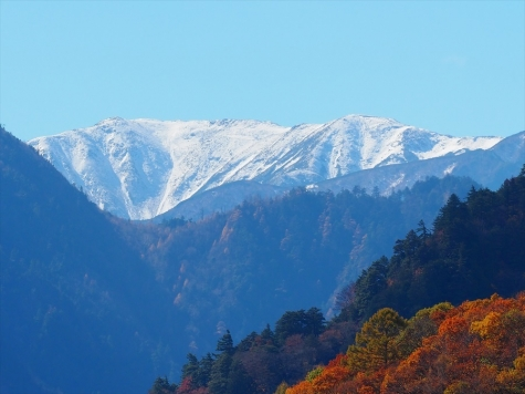 大町ダムから望む野口五郎岳