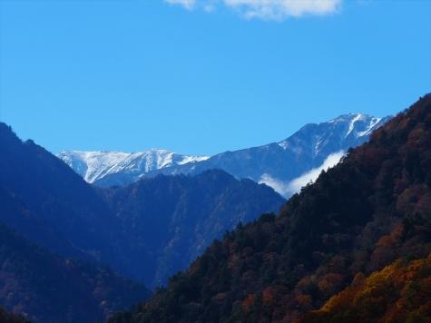 大町ダムから望む三ツ岳