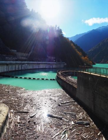 高瀬ダムの洪水吐導水路