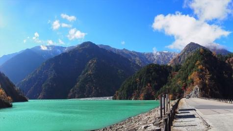 高瀬ダム周辺の山々