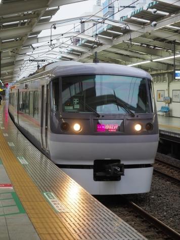 西武鉄道 ニューレッドアロー 10000系 電車【西武新宿駅】
