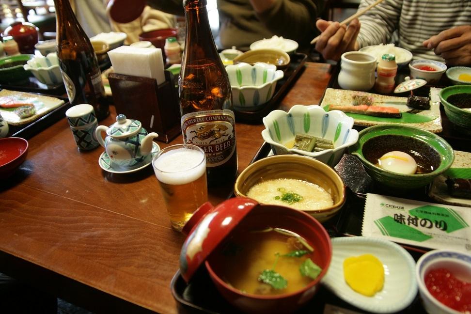 ブログ 朝からビール ついでに大好きトロロ汁.jpg