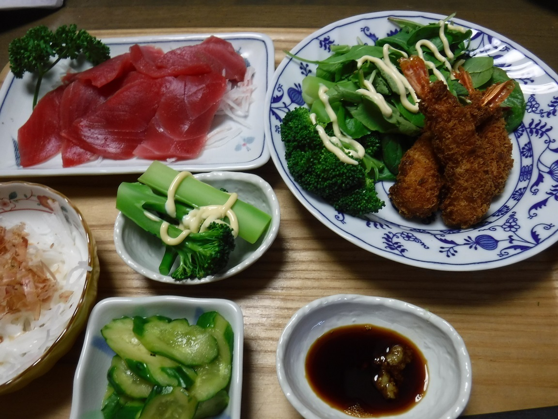 ブログ 夕食 刺身とエビフライ.jpg