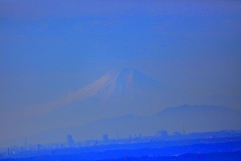 ブログ やっといじって見える程度の富士山.jpg