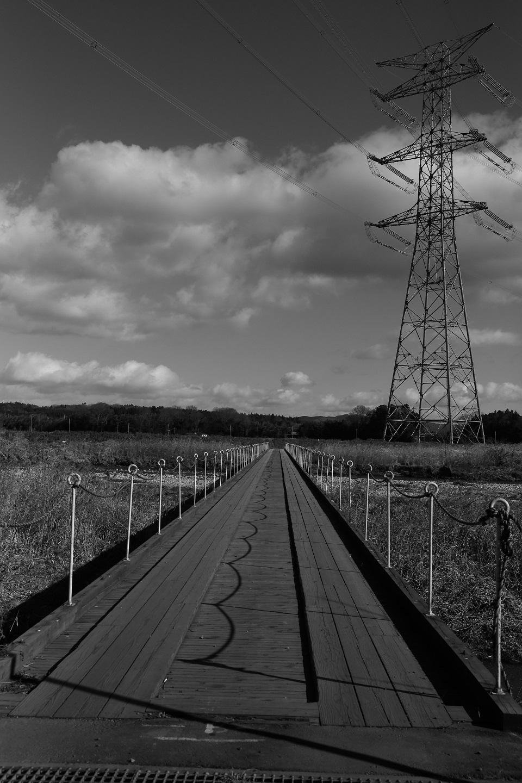 ブログ モノクロでは昔の橋みたいですね.jpg