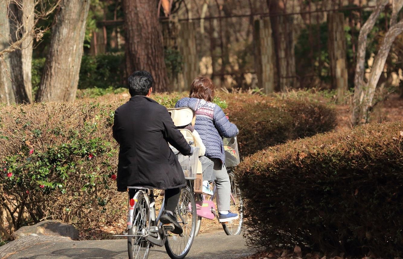 ブログ おじいちゃんとおばあちゃんとのサイクリング.jpg