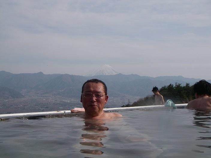 ブログ 富士山をバックに露天風呂.jpg