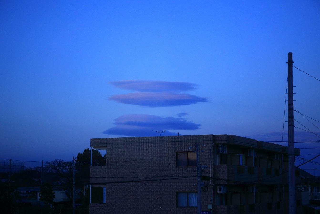 ブログ 夕暮れ時の雲.jpg