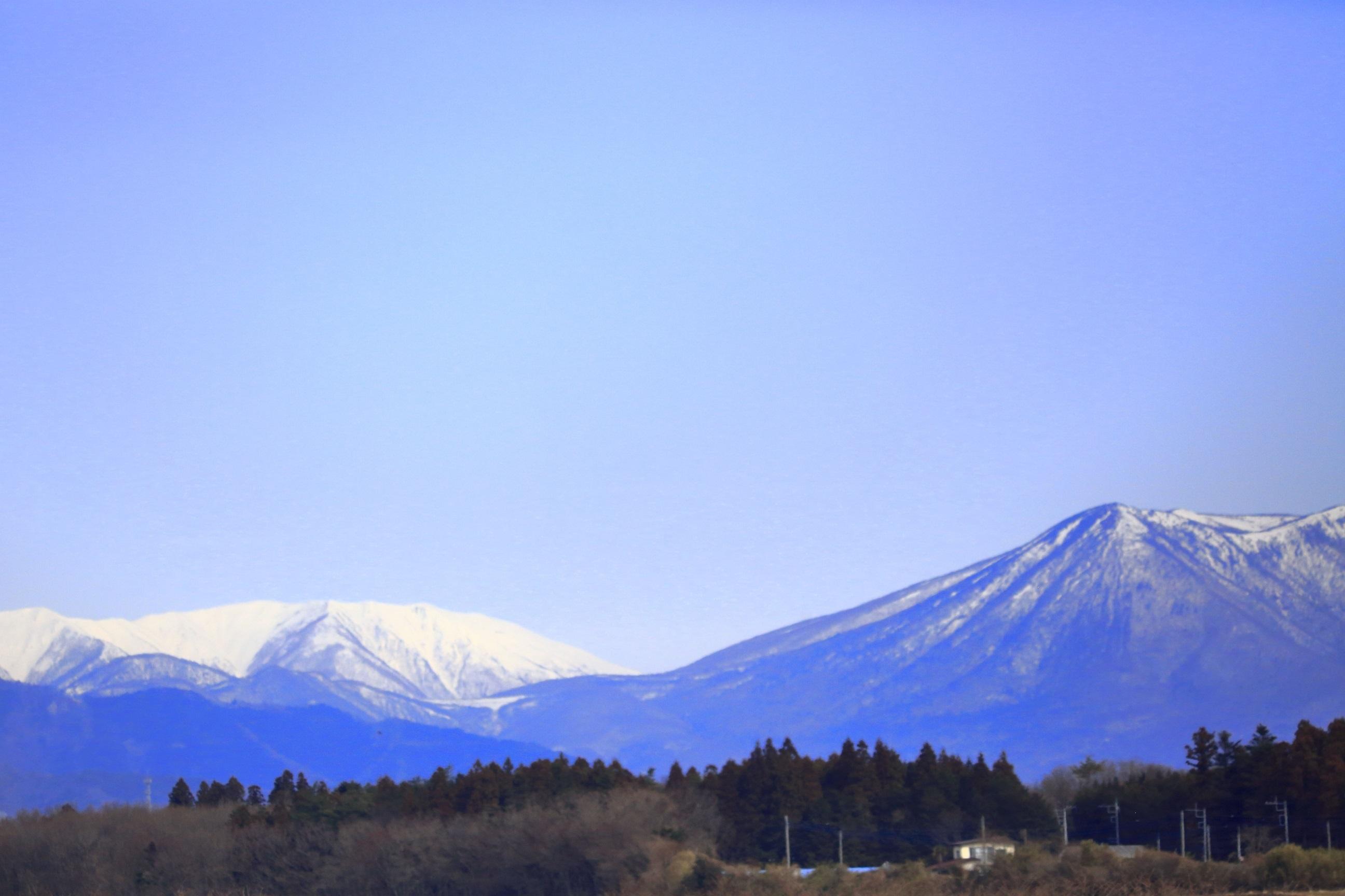 ブログ 冬枯れの那須岳.jpg