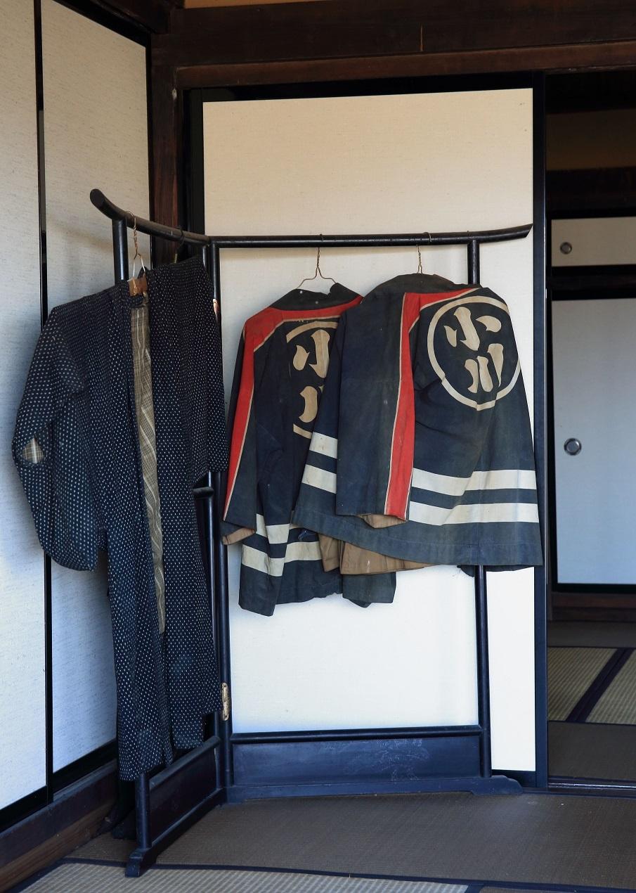 ブログ 古い消防団の法被.jpg