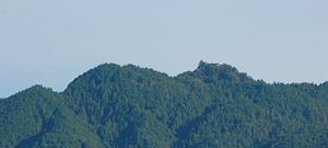遠くから見た御破裂山