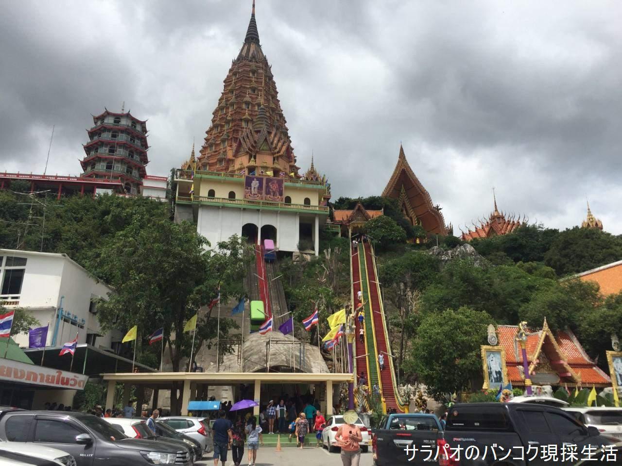 丘の上にある寺院ワット・タムスアは仏塔、巨大座仏、洞窟と見どころ満載! in カンチャナブリ