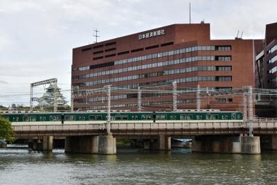 クルーズ船から望む大阪城と京阪9000系