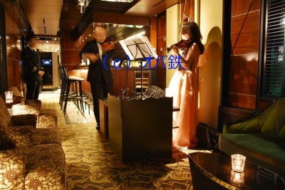 バイオリンとビオラのデュエット 瑞風