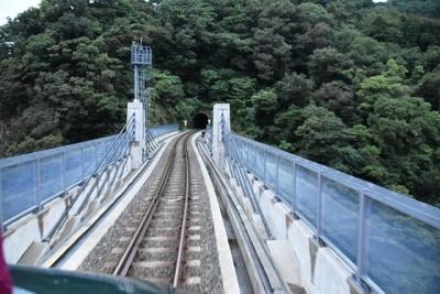 トンネルを抜けると余部橋梁