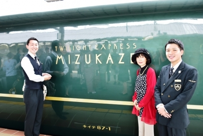 イケメンの平田さん岩井さんと記念ショット 瑞風