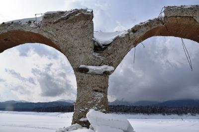 コンクリートの劣化が激しい 1 タウシュベツ川橋梁