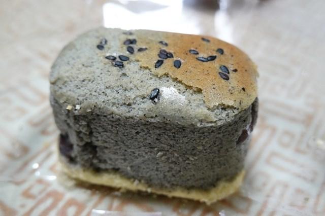 20190127 満月堂 (8)黒胡麻チーズケーキ