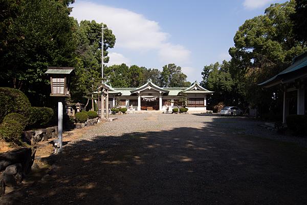 古鳴海八幡社参道から拝殿へ