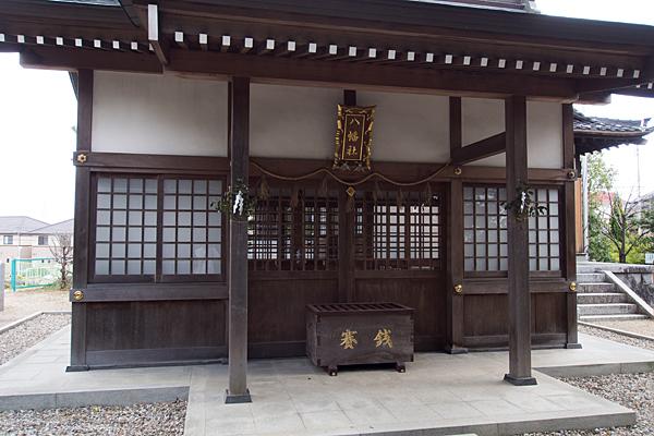 八つ松八幡社蔵王堂拝殿前