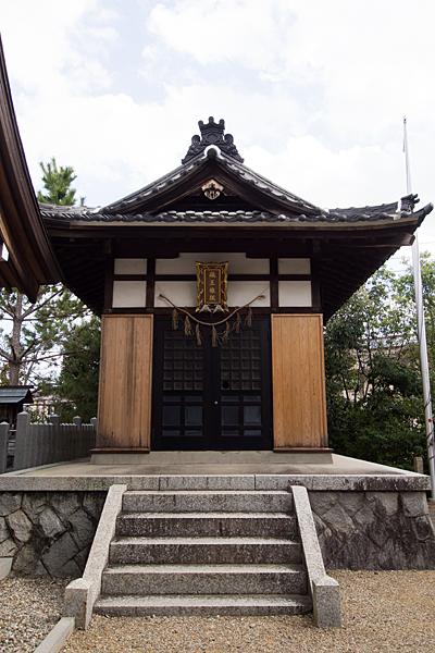 八つ松八幡社蔵王堂正面