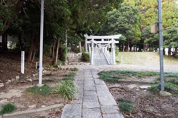 籠山神社参道