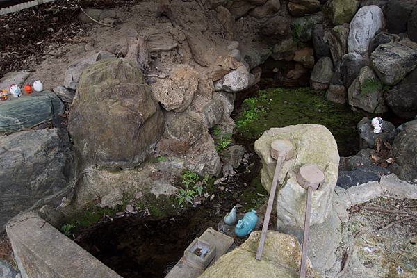 徳重熊野社泉