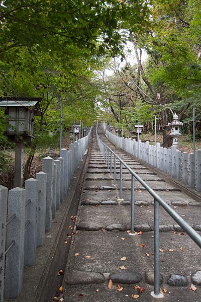 徳重熊野社登り階段
