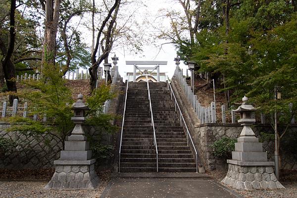 徳重熊野社更に登る