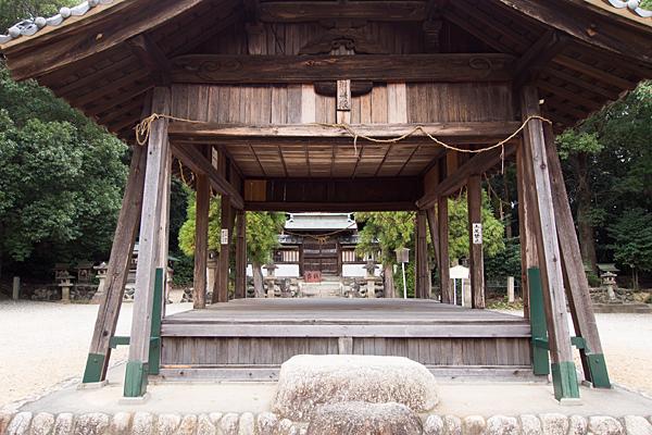桶狭間神明社拝殿前