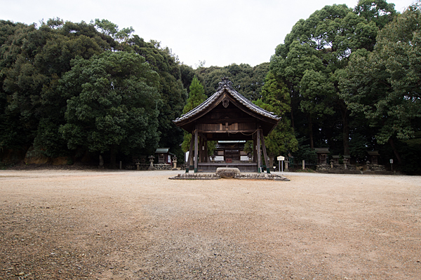 桶狭間神明社拝殿と境内
