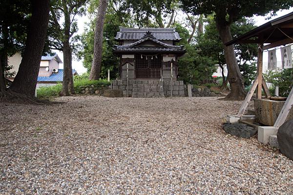 曽根神明社境内と拝殿