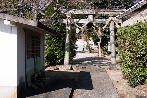 移田神社入り口鳥居前