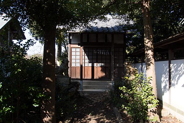 移田神社横の建物