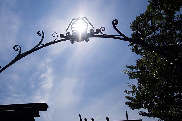 御嶽社アーチと太陽