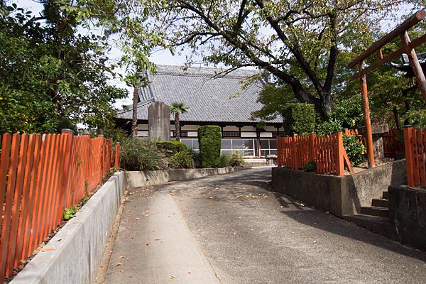 半蔵坊新福寺入り口