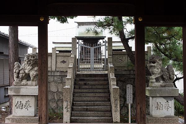 千年1八幡神社拝殿から社