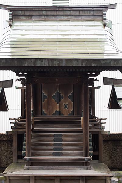 千年1八幡神社流造社