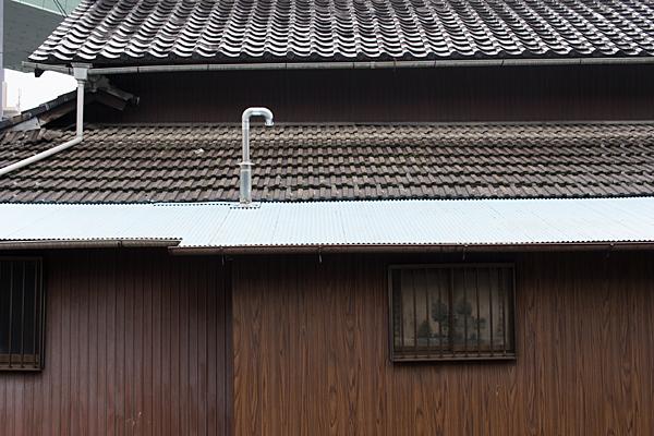 道行き屋根とプレハブ
